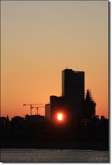 .O. save him (Color-de-la-vida) Tags: barcelona sunset sun soleil bcn pdt savehim colordelavida sººs iღbarcelona