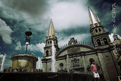 Catedral de Guadalajara ([CERPA]) Tags: sky church fountain clouds mexico downtown cathedral gothic fuente catedral iglesia guadalajara jalisco cielo nubes mexique urbana baroque templo centrohistorico barroco gotico location:country=mexico