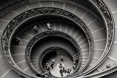 CARACOL VATICANO (ángel mateo) Tags: roma italia italy rampa escalera caracol escaleradecaracol museosvaticanos giuseppemomo ángelmartínmateo blancoynegro blackandwhite ángelmateo monocromo monochrome