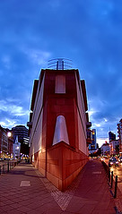 Sharp (Antti-Jussi Liikala) Tags: street city travel blue red sky building art cars stone museum modern corner d50 germany walking evening nikon angle walk frankfurt wideangle center headlight nikkor