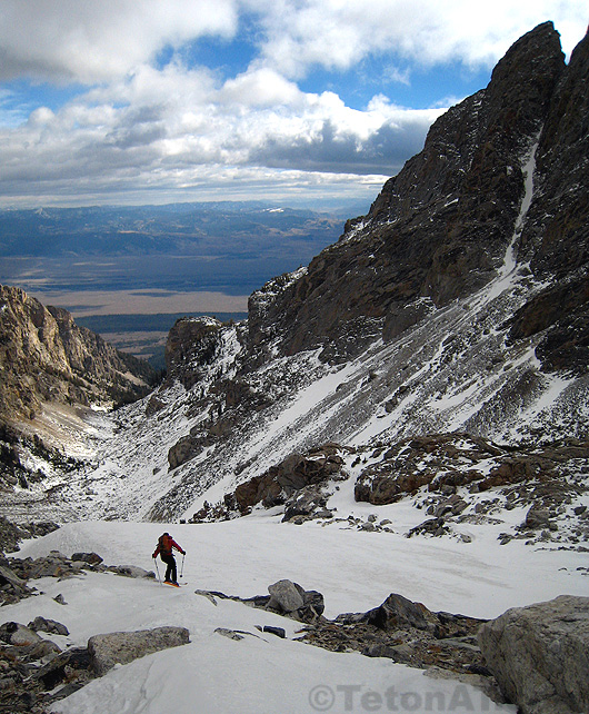 skiing the cave couloir in garnet canyon