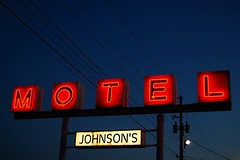 Johnson's Motel (Jeremy Stockwell) Tags: old city urban sign vintage twilight nikon neon glow power dusk motel cable powerlines anderson cables wires groundlevel redwhiteandblue oldsign urbanlandscape lowperspective vintagesign glows d40 jeremystockwellpix andersonindiana nikond40 cableicious johnsonsmotel