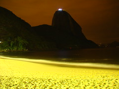 Morro do Po de Acar (Rodrigo_Soldon) Tags: longexposure travel brazil mountain praia beach water rio rock brasil riodejaneiro night de landscape geotagged noche pain long exposure do foto rj place nightshot nacht postcard du explore noturna fotos nightlight di land noite pan postal sugarloaf vermelha scape nuit mont po morro notte urca montanha natt nox sucre noturnas azcar felsen carto waterscape  zucchero acar waterscapes    2016  zuckerhut