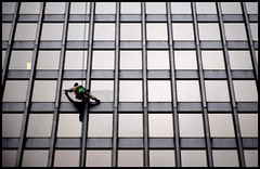 spiderman (Andy Marfia) Tags: windows chicago glass skyscraper iso800 loop miesvanderrohe windowwasher allrightsreserved f63 d90 dirksenfederalbuilding 1500sec 18105mm andymarfia