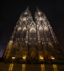 Dom zu Kln (Ian Hayhurst) Tags: night germany deutschland cathedral dom gothic cologne kln canonef1635mmf28liiusm