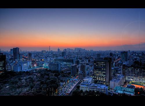 Dusk over Tokyo; from Bunkyou looking towards Shinjuku