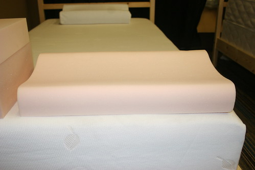 knife edge memory foam pillows