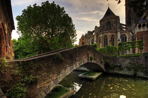 [フリー画像] 建築・建造物, 教会・聖堂・モスク, 橋, 世界遺産, ベルギー, ブルッヘ, HDR, 200807140400