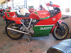 Ducati 900 Mike Hailwood Replica (Anders Hansen) Tags: red white green mike vintage private collection replica motorcycle ducati 900 sæby hailwood saeby