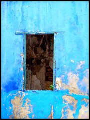 Ventana rodeada de azul (Kevin Vsquez) Tags: sea costa puerto ventana boat mar arquitectura barco harbour venezuela pueblo colonial bolivar cabello bote estado pescadores municipio carabobo costero