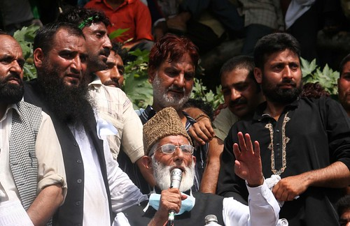 Syed Ali Shah Geelani addressing thousands of protestors in Srinagar on 18th August 2008.