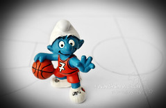 day #12/? - a smurf can play basketball only as a playmaker? (*northern star) Tags: blue red orange basketball sport canon ball rouge tv blu small 7 player bleu lazy seven short series smurf piccolo rosso arancio shorty arancione pitufo day12 tf sette onetreehill basso oth pallacanestro giocatore northernstar tappo playmaker puffo telefilm don