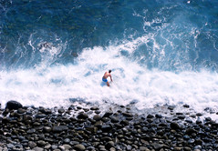 Swimming 5 Terre (~ Wamba ~  - [Lost & Busy]) Tags: sea rocks mare fuji wave sassi bagno tuffo onda schiuma 5terre immersione s5800 paololivornosfriends