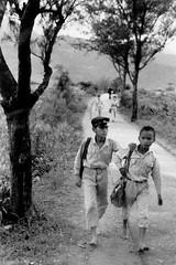 黑白童年-上學