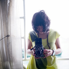(HaoJan) Tags: camera portrait girl smile rolleiflex zeiss hasselblad carl pro fujifilm 1024 160 e2 160c 2