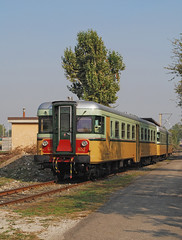 FS ALn668 1452 + ALn668 1401 (maurizio messa) Tags: railroad railway trains railcar bahn lombardia mau ferrovia treni automotrice micette aln668 nikond40x triebzuge milanosmistamento aln668storica