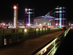 Hauptbahnhof (Gertrud K.) Tags: berlin night geotagged nightshot illumination mitte festivaloflights centralrailwaystation geo:lat=52522462 fol2008 geo:lon=1337079
