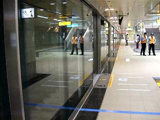 高雄捷運進站
