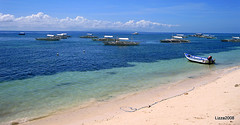 Beach and boats in Bohol
