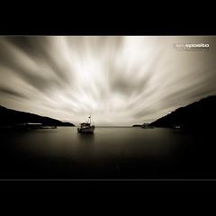 Eu vou pescar. (El Onofre) Tags: sea praia beach sepia dark landscape boat mar barco paisagem escuro nvens alemdagqualityonlyclub