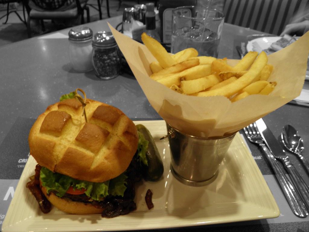 Burgunday Blue Burger. Luxor Hotel and Casino Las Vegas