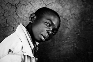 Lendu boy puzzled by my camera  - DR CONGO -