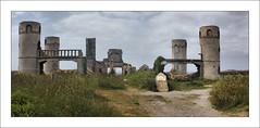 Camaret - Les ruines du manoir de Coecilian (Papyricko) Tags: breizh manoir ruines bzh finistre camaret pennarbed coecilian saintpolroux kameled