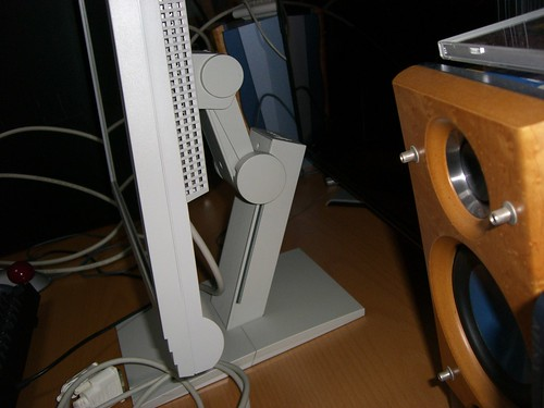 EIZO Flex Scan L567  ArcSwing機構