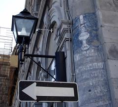 de l'huile  l'lectricit... (myrique baumier) Tags: montral annonce lamppost oneway arrow publicit lampadaire ense