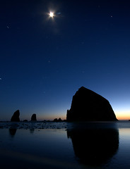 Haystack Rock (TroyMasonPhotography) Tags: ocean sunset moon love beach nature oregon stars coast cannonbeach haystackrock 1on1 sigma1020