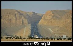 Riyadh to Makkah Road Through Tuwaiq Mountains (TARIQ-M) Tags: road car mount riyadh saudiarabia makkah canonef70200mmf4lusm canon400d tuwaiq highwayriyadhtomakkah