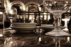 ¿Una cerveza en el Alfonso XIII? (Pedro J. Saavedra) Tags: españa hotel j noche sevilla andalucía alfonso 5 pedro estrellas cinco gran lugo josé hdr hoteles fotografo fotografía xiii saavedra mácias