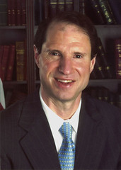 426px-Ron_Wyden_official_portrait