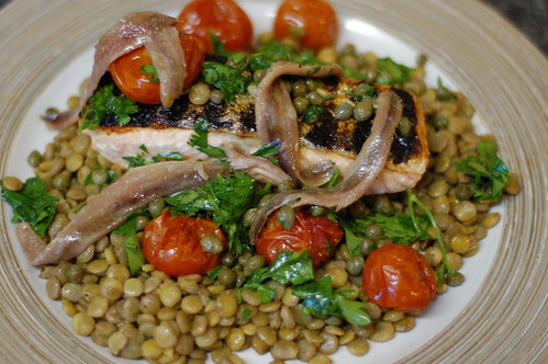 Grilled salmon with lentils, anchovies and  capers