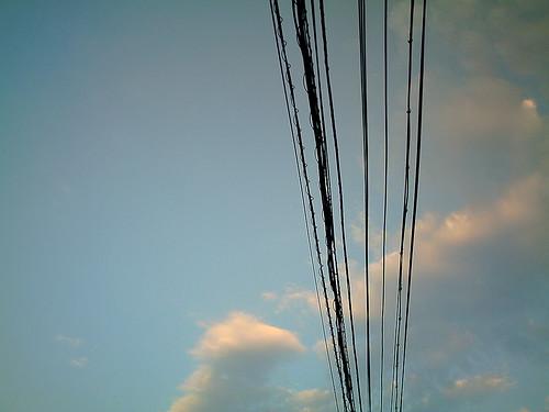 【写真】VQ3007で撮影した早朝の空と電線