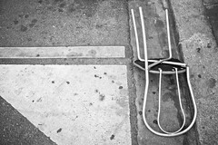 Chair - 08Aug08, Paris (France) (°]°) Tags: street urban blackandwhite bw white paris detail broken chair noiretblanc decay nb abandon tribute rue blanc chaise abandonned urbain détail cassé urbandetail havingabadchairday détailurbain
