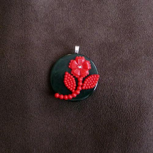Bakelite Vintage Poker Chip flower pendant