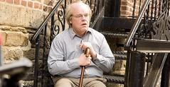 Hoffman carazterizado como anciano