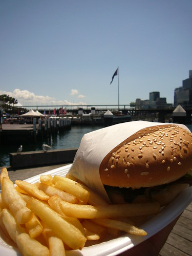 blog voyage australie sydney whv backpacker travel hamburger darling harbour frite bettrave