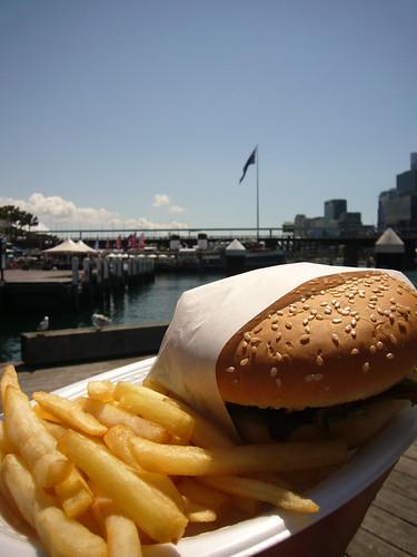 blog voyage australie sydney whv backpacker travel hamburger darling harbour frite bettrave
