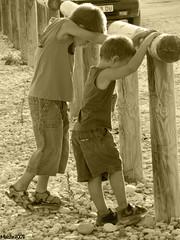 Germans, sempre junts (Maisse) Tags: friends brothers together hermanos juntos germans junts goldstaraward