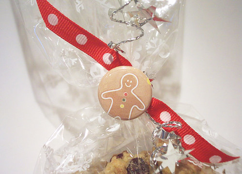 Gingerbread button
