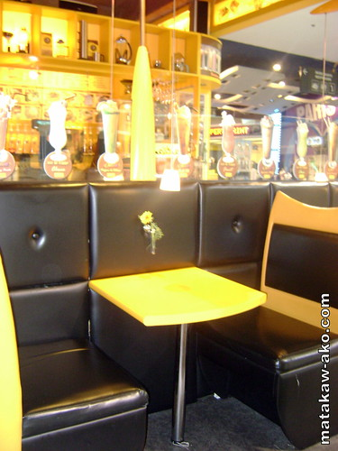 Black and Yellows are prominet at Chaikofi The Concept Cafe