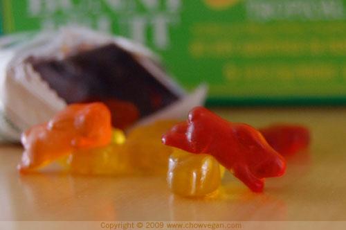 VeganMoFo: Annie's Fruit Snacks