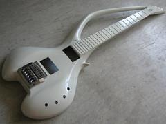 Basslab-Gitarre im Bau (Modell Jinmoid)