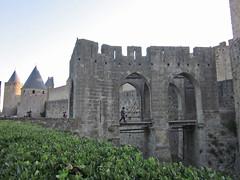 Main entrance to La Cité, Carcassonne (Monceau) Tags: bridge entrance arches carcassonne lacité