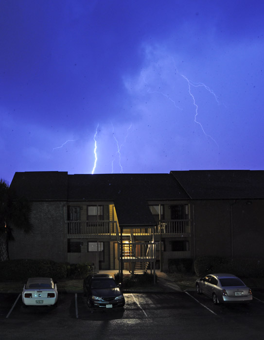 web_stormbonefish_lightning_0374