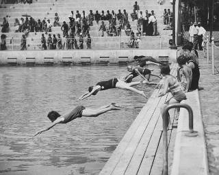 Girls diving at the Waikiki War Memorial Natatorium