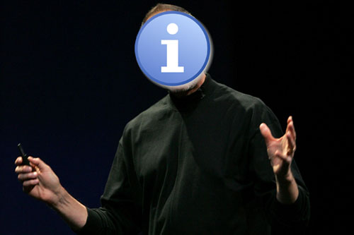 Una i blanca en un circulo azul sobre la cara de un tío vestido completamente de negro