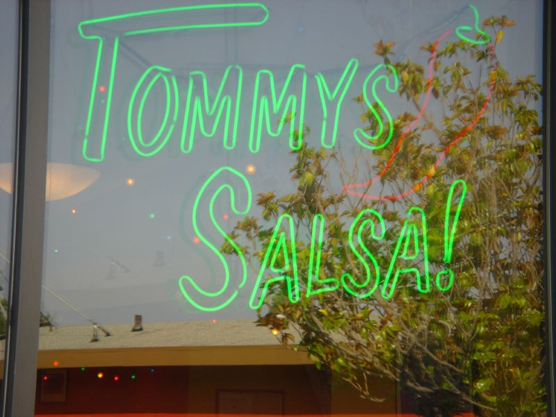 Tommy's Salsa neon